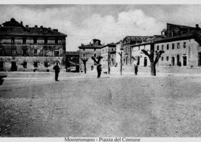 Monte Romano Piazza del Comune in una immagine degli anni '30 del Novecento